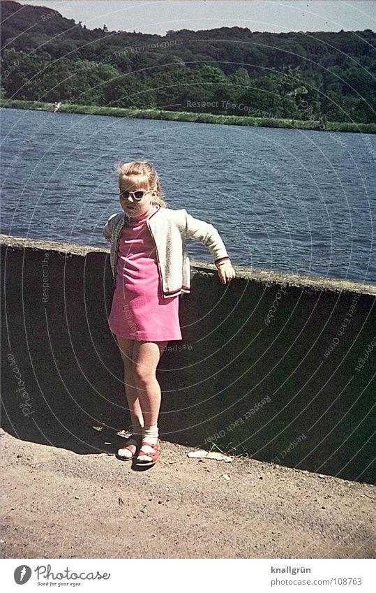 Pink sunglasses Mädchen Kind Stausee Sommer Sonnenbrille rosa rosarote Brille