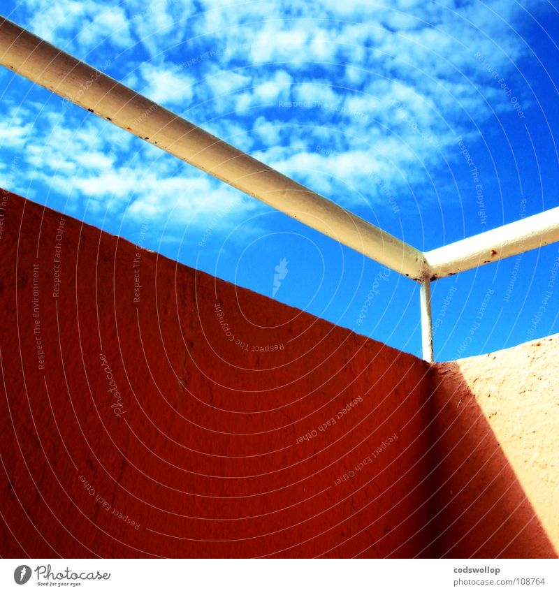 un petit coin de paradis Physik Himmel Balkon Wolken Detailaufnahme Sommer Wärme sunshine sky balcony railing Geländer shade Schatten shadow angle Ecke clouds