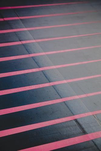 between lines Stil Design Zeichen Linie Streifen rot schwarz ästhetisch Farbe Grafik u. Illustration graphisch Grafische Darstellung Farbfoto Außenaufnahme