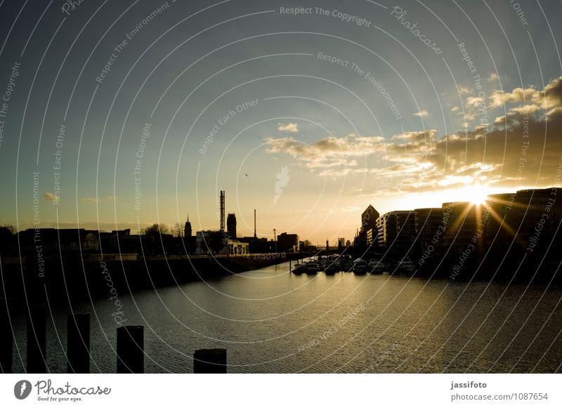 Hafen Stadt Hafenstadt Skyline Bauwerk Gebäude Architektur Sehenswürdigkeit Wahrzeichen Sportboot Wasserfahrzeug Jachthafen historisch Abenddämmerung