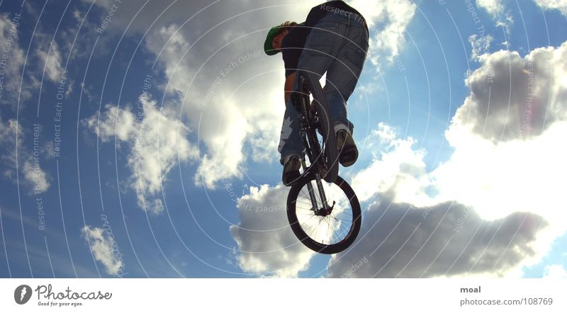 Herrgott Cool !!!! Himmel Wolken Sport Stil Luft Fahrrad Aktion Coolness Mountainbike Hausmeister Extremsport Screamo