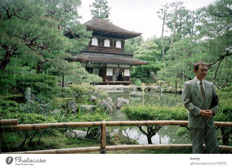 vor der pagode 1/5 Mensch trashig Japan Pagode