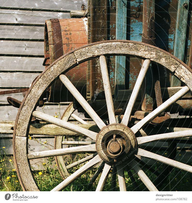 Werttransport Wagen Pferdefuhrwerk Wagenräder Nervosität Müdigkeit Siedler von Catan Amerika Wilder Westen Auswanderer entdecken unbenutzt alt ausgemustert Fass