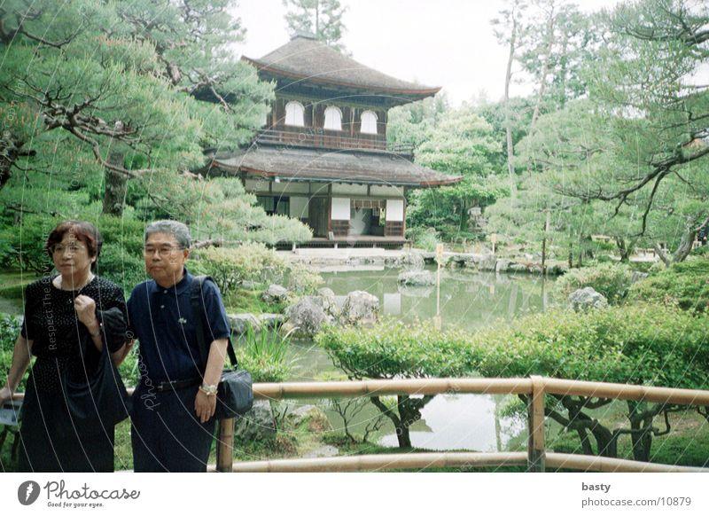 vor der pagode 2/5 Mensch trashig Japan Pagode