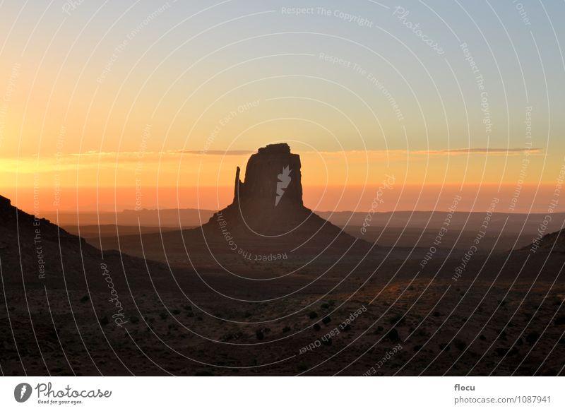 Wunderschöner Sonnenaufgang im Monument Valley, Arizona USA. Natur Himmel Park Denkmal natürlich Gelassenheit Wilder Westen Navajo-Gebiet Inder Sonnenuntergang