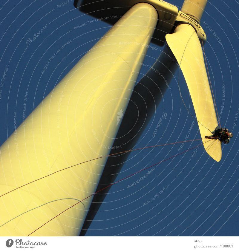 die instandsetzung 3 Windkraftanlage ökologisch Erneuerbare Energie drehen Kreis Gelände Wiese Feld Ferne Horizont Sonnenuntergang rot Arbeit & Erwerbstätigkeit