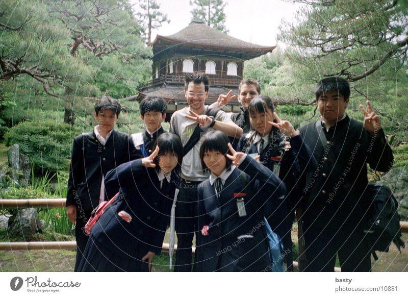 vor der pagode 4/5 Mensch trashig Japan Asien Pagode