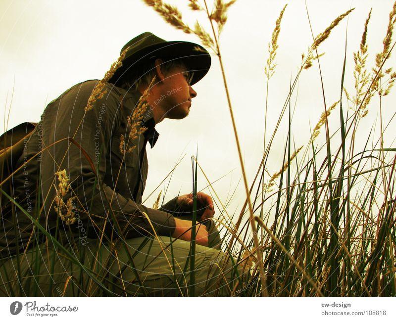 [SAFARI] - NA HIER! Mensch Mann Ferien & Urlaub & Reisen Baum Einsamkeit Wolken dunkel Wiese Gras Stein Traurigkeit Horizont Felsen Feld sitzen maskulin