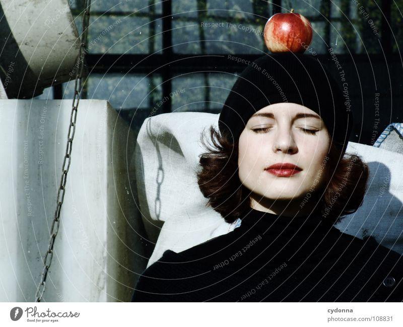 All about Eve V Herbst Jahreszeiten Frau Industriegelände schön Beautyfotografie Porträt entdecken Ernährung Symbole & Metaphern Versuch geheimnisvoll