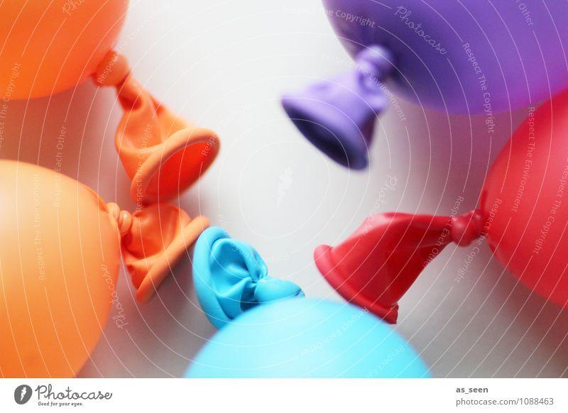 Treffen sich 5 Luftballons ... Stil Design Freude Freizeit & Hobby Spielen Party Feste & Feiern Kindheit Leben Dekoration & Verzierung liegen trendy rund