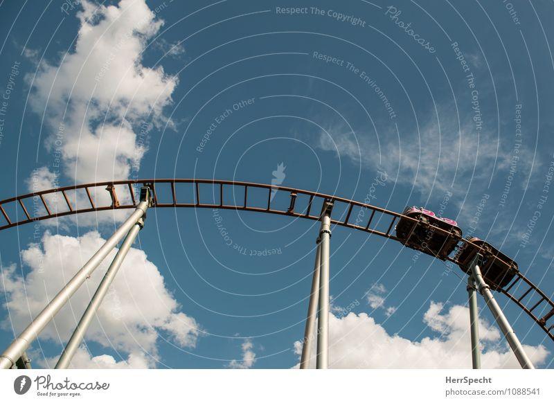 Skytrain Himmel Wolken Freude Bewegung Metall Freizeit & Hobby Angst Fröhlichkeit hoch Geschwindigkeit Ausflug Schönes Wetter fahren Risiko Höhenangst Gleise