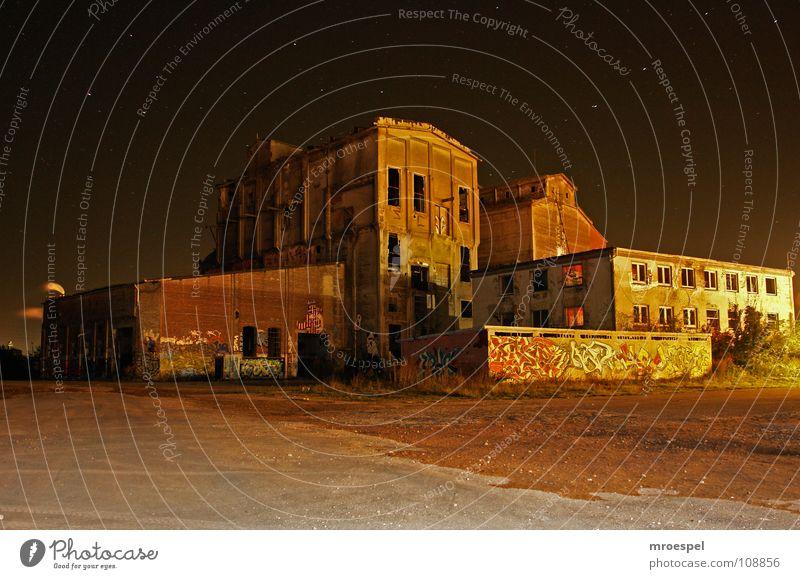 baufällig... Gebäude Graffiti Fabrik verfallen Demontage Schrott baufällig