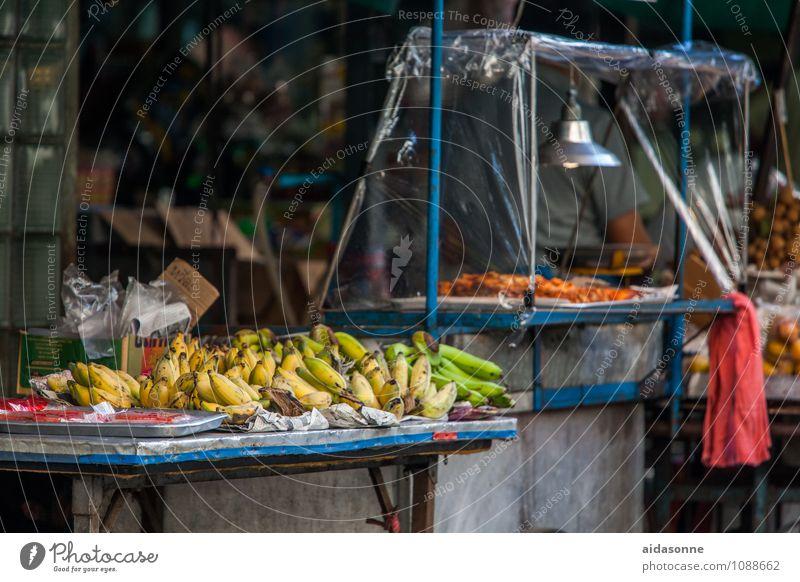 Bananenverkauf Lebensmittel Frucht Bioprodukte genießen Gesundheit Handel verkaufen Thailand Markt Bangkok Bananenblatt Farbfoto Außenaufnahme Menschenleer Tag