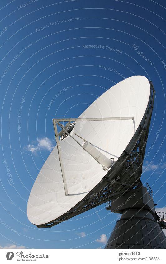 Nach Hause telefonieren Satellit Antenne Kommunizieren Fernsehen beobachten Wissenschaften Telekommunikation entdecken Weltall Radio Schalen & Schüsseln live