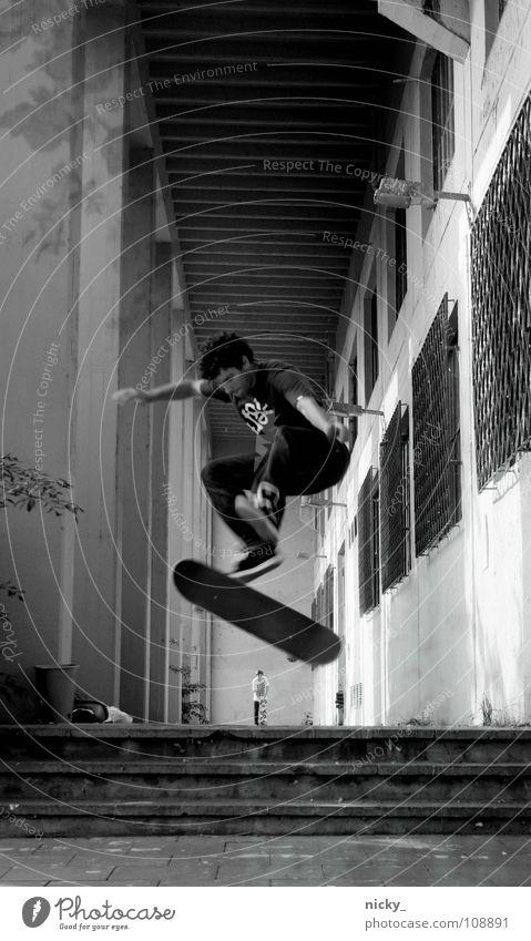LAZY SUMMERDAYS Mensch Mann schwarz Sport Bewegung springen Stil Schuhe Treppe Jeanshose Hose Skateboarding Brennpunkt Extremsport