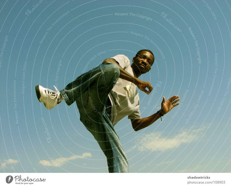 Camerun KungFu Hero chinesische Kampfkunst dunkel Kerl Sport Geschwindigkeit zyan Wolken Kampfsport Kraft Mensch Bewegung Himmel blau hell Typ Sportler