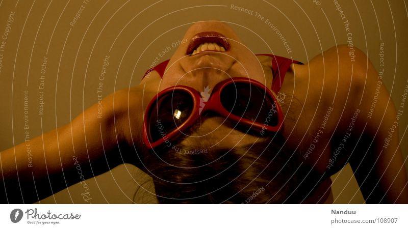 Spidernanduu's letzter Akt Klettern Bergsteigen Mensch Frau Erwachsene Kino Wärme Sonnenbrille Spinne fliegen dünn gut Wut rot Mut Ärger Moral räkeln Schulter