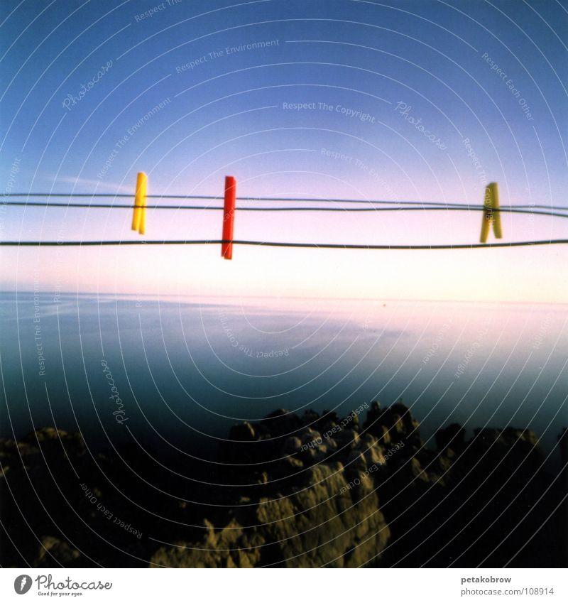 LochbildSizilien01 Meer Wäscheklammern Küste Lochkamera Ferne Sonne