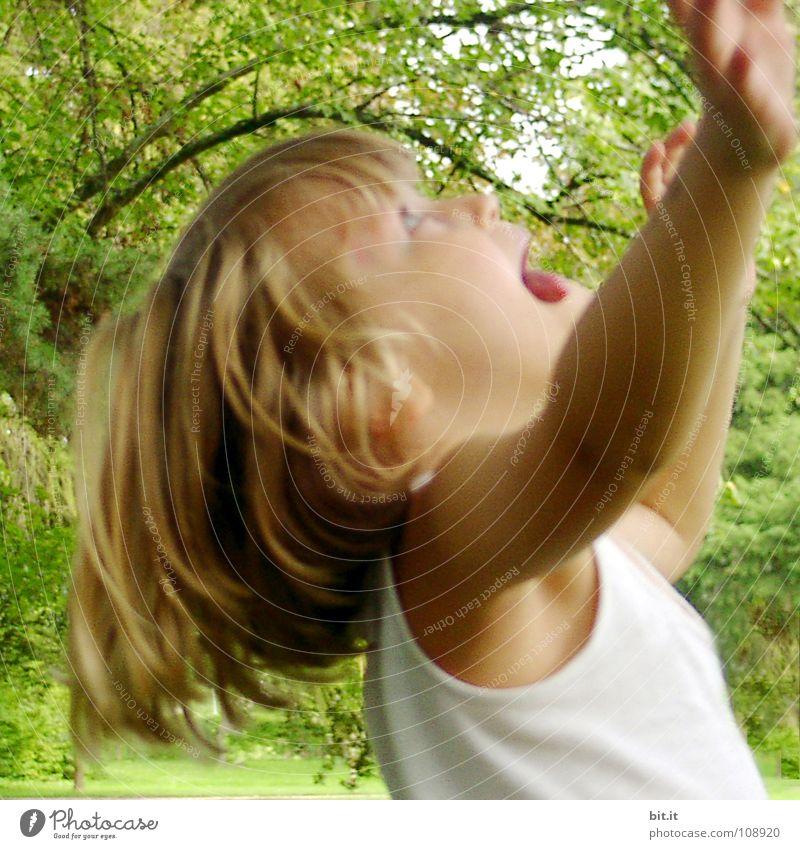 HÜPFBILD Mädchen Kind Freude blond Arme Kleinkind Lebensfreude positiv Euphorie Unbeschwertheit Ausgelassenheit Haarsträhne Naturliebe Haarschopf Gute Laune