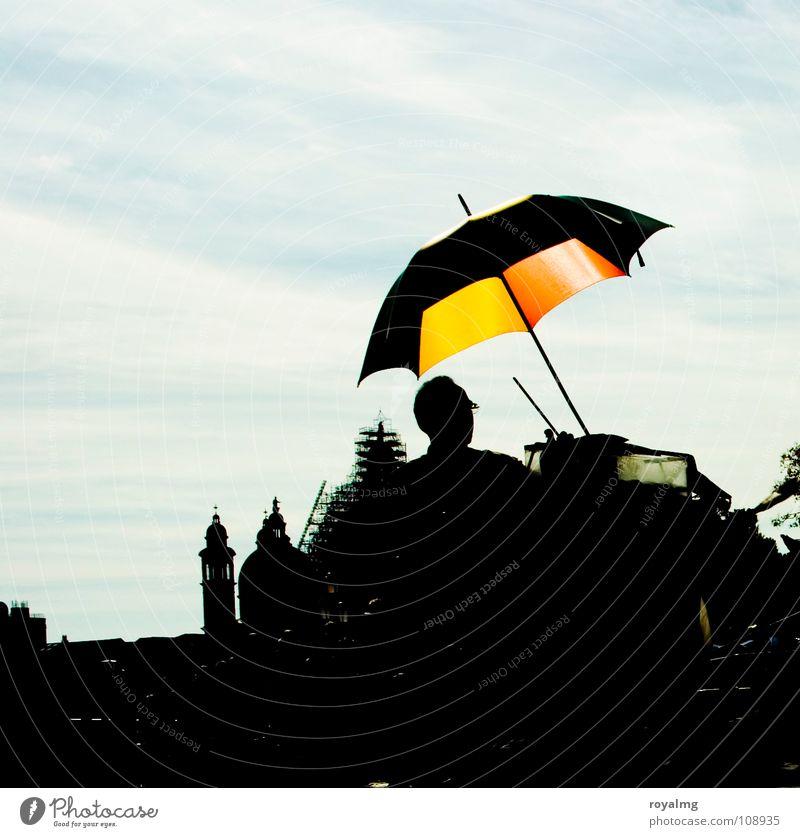 Schirmherr blau rot Sommer ruhig schwarz gelb Erholung stehen Italien Regenschirm Gelassenheit Venedig Buden u. Stände Händler Markusplatz