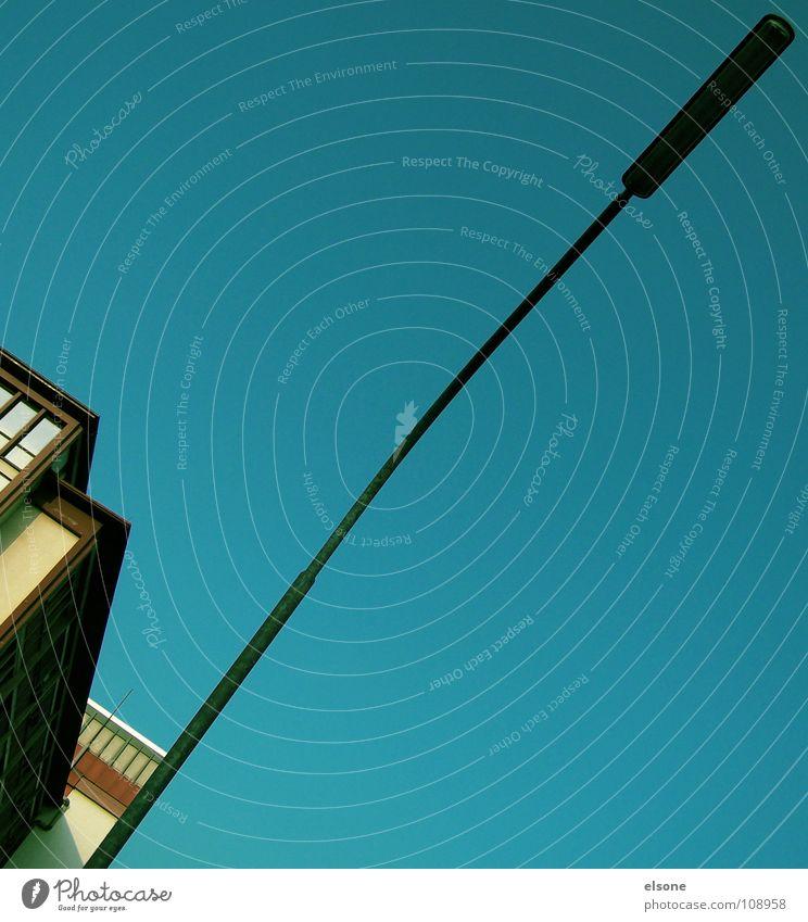 ::TRIANGLE:: Himmel blau rot Sommer Haus gelb Lampe Arbeit & Erwerbstätigkeit Gebäude Linie leer Perspektive Industrie Elektrizität Fabrik