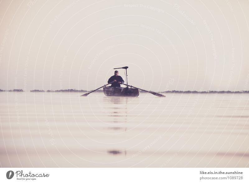 der alte mann und der see Mann Erholung Meer Einsamkeit Landschaft ruhig Umwelt Erwachsene Leben Senior grau Freiheit See maskulin Freizeit & Hobby