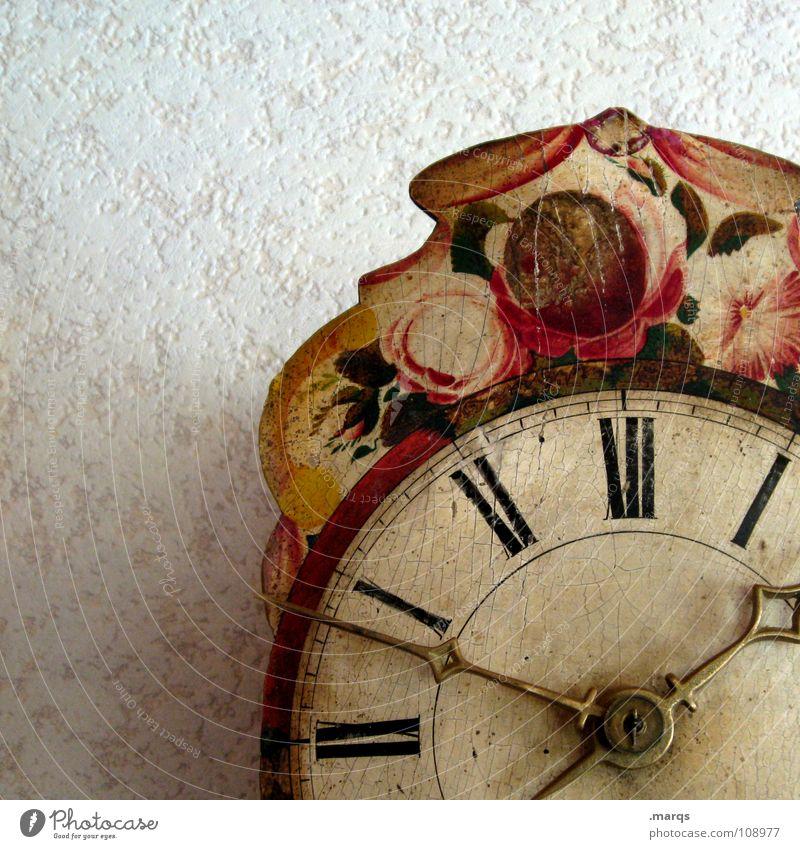 Uhr.alt Wand Wanduhr Ziffern & Zahlen Zifferblatt Holz hängen geschnitzt Antiquität antik Zeit analog rund Blume Muster Zahn der Zeit Uhrwerk Schwarzwald
