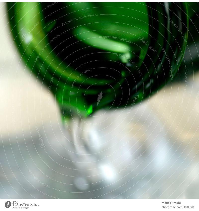 durst Wasser grün Glas liegen leuchten Getränk Bar Gastronomie Flüssigkeit Café Restaurant Flasche Alkohol Durst Quelle Saft
