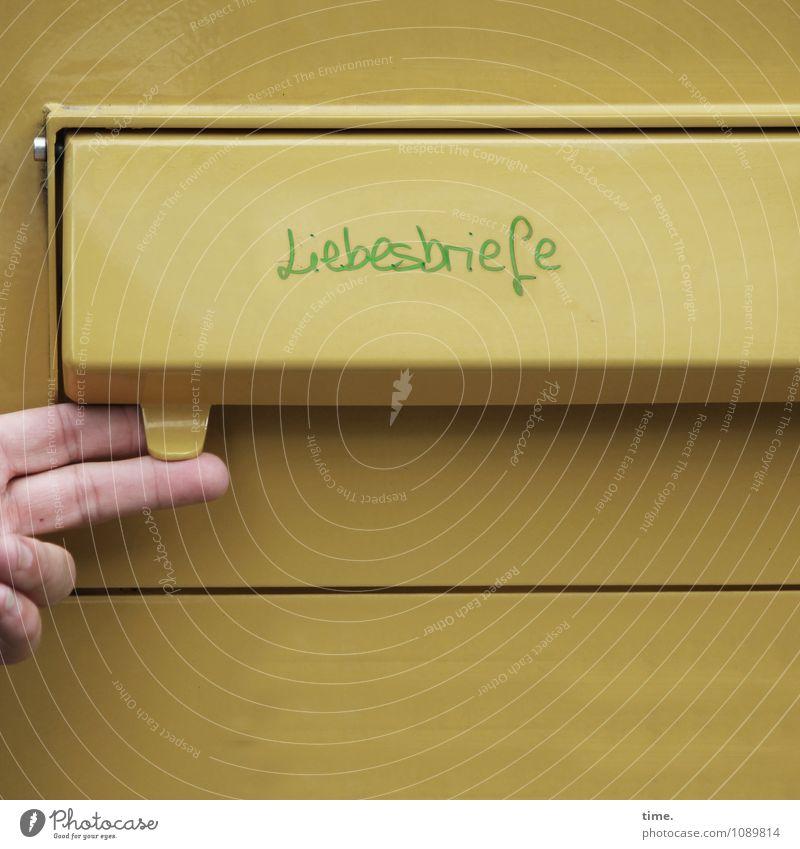 Analogkultur Güterverkehr & Logistik Dienstleistungsgewerbe Medienbranche Briefkasten Post Liebesgruß Liebesbrief Hand Finger 1 Mensch Kasten Metall