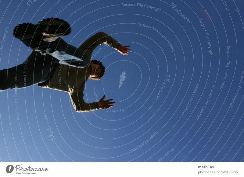 zusammen treten springen weiß Wolken Ramsau bei Berchtesgaden Schuhe hüpfen Fitness laufen Himmel schreiten ersterschritt blau tuerlwand Freude Dynamik hands up