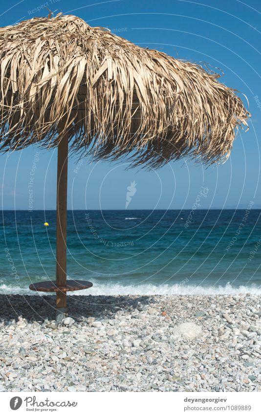 Strohschirme am Strand exotisch schön Erholung Freizeit & Hobby Ferien & Urlaub & Reisen Tourismus Sommer Sonne Meer Insel Stuhl Natur Landschaft Sand Himmel