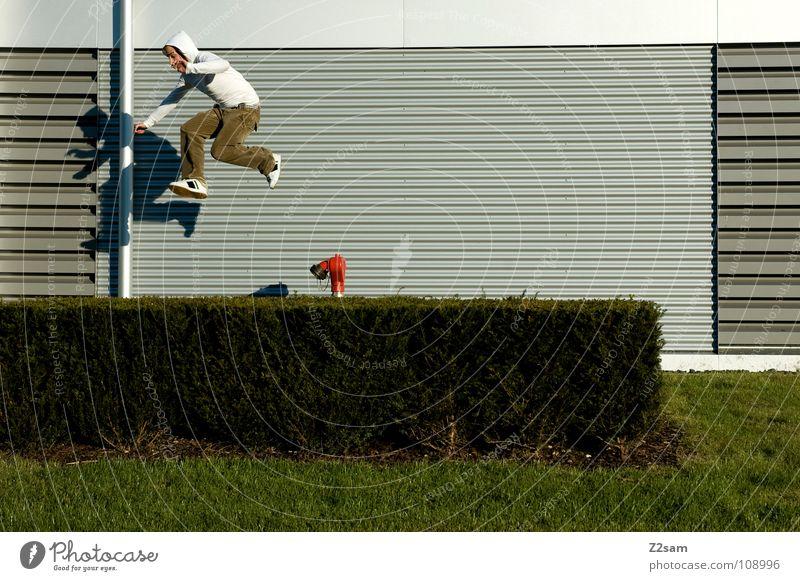 flucht Mann Jugendliche weiß grün rot Bewegung springen Linie Beginn modern gefährlich Aktion Coolness bedrohlich Sträucher