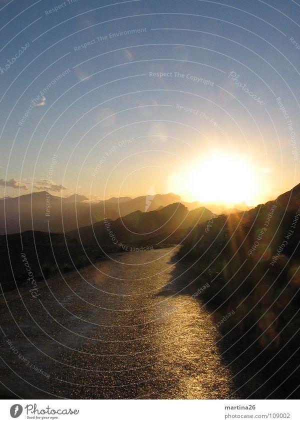 Abendstimmung Sonnenuntergang Gegenlicht Romantik besinnlich Einsamkeit herzbewegend Abendsonne Himmel Mallorca Natur ruhig Abenddämmerung Berge u. Gebirge