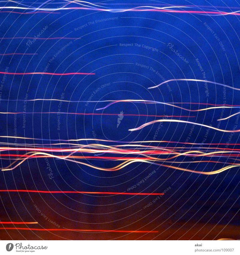 Ufo-Lichterspiel 11 grün blau rot Freude gelb Farbe orange Streifen Versuch Studie Belichtung Lichtspiel UFO krumm magenta Glasfaser