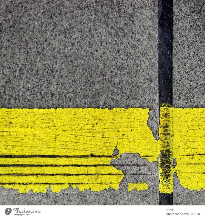 Ordnung ist das halbe Leben ... [I] gelb Farbe grau Beton Verkehr Ecke kaputt Dekoration & Verzierung Dienstleistungsgewerbe Verkehrswege Erinnerung Teer Bahnsteig Bodenplatten abgelaufen Abrieb