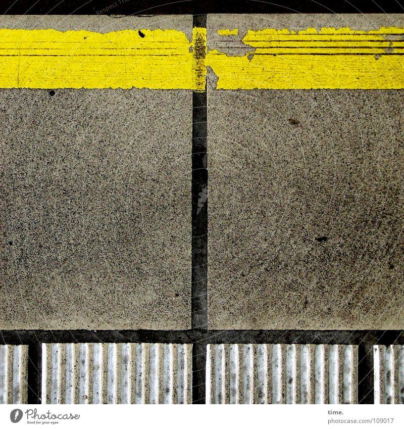 Ordnung ist das halbe Leben ... [II] gelb Farbe grau Beton Ecke kaputt Dekoration & Verzierung Dienstleistungsgewerbe Bahnhof Verkehrswege Erinnerung Teer Bahnsteig Bodenplatten abgelaufen Abrieb