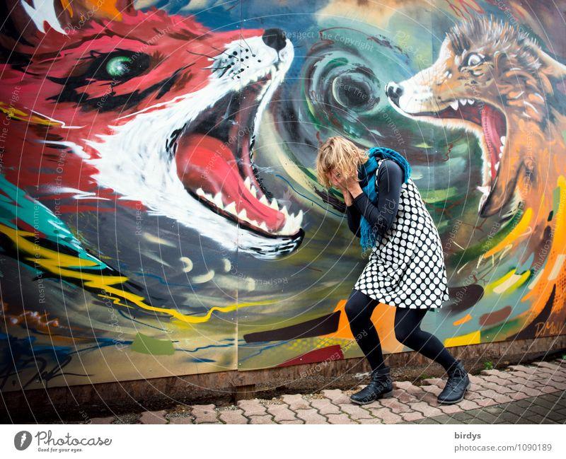 Symbolbild. Frau durchlebt Schmerz -und Angstzustände. Alptraum, Psyche Junge Frau Jugendliche Erwachsene 1 Mensch 30-45 Jahre Fuchs Wolf Landraubtier