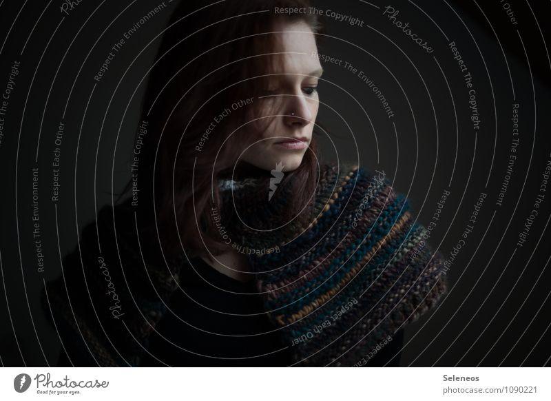 Winterpelz Mensch feminin Frau Erwachsene Haare & Frisuren Gesicht Auge Nase Mund 1 18-30 Jahre Jugendliche Wärme weich Gefühle Stimmung Einsamkeit Wolle Kragen