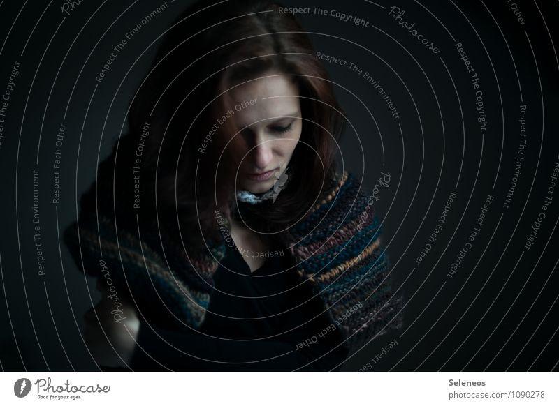 warm verpackt Sinnesorgane ruhig Meditation Mensch feminin Frau Erwachsene Kopf Haare & Frisuren Gesicht 1 Bekleidung langhaarig träumen Wärme weich Gefühle