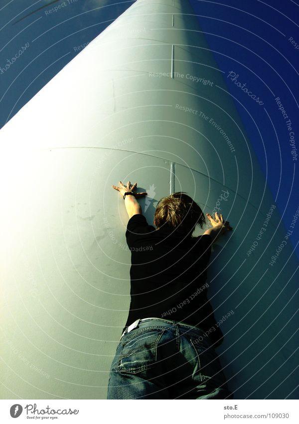 die versuchung Mensch Himmel Jugendliche blau Umwelt Metall Wind Energiewirtschaft hoch Elektrizität Kreis Industrie Turm Niveau Windkraftanlage Sturm