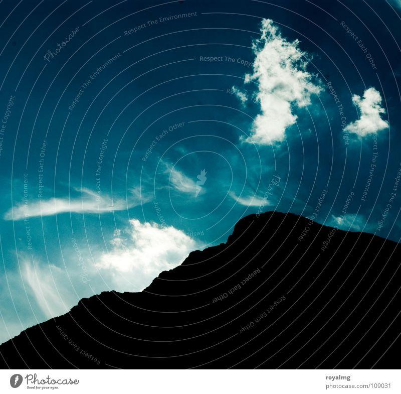 hinter den sieben bergen Himmel weiß blau Sommer schwarz Wolken Berge u. Gebirge Italien Gipfel