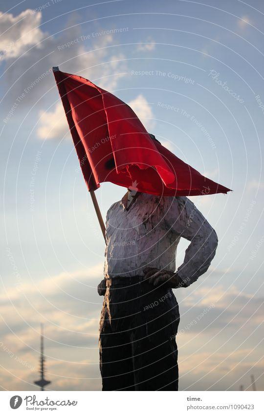 ganz schön | windig maskulin 1 Mensch Kunst Kunstwerk Skulptur Himmel Wolken Hamburg Fahne festhalten stehen Mut Leben Ausdauer standhaft erleben skurril