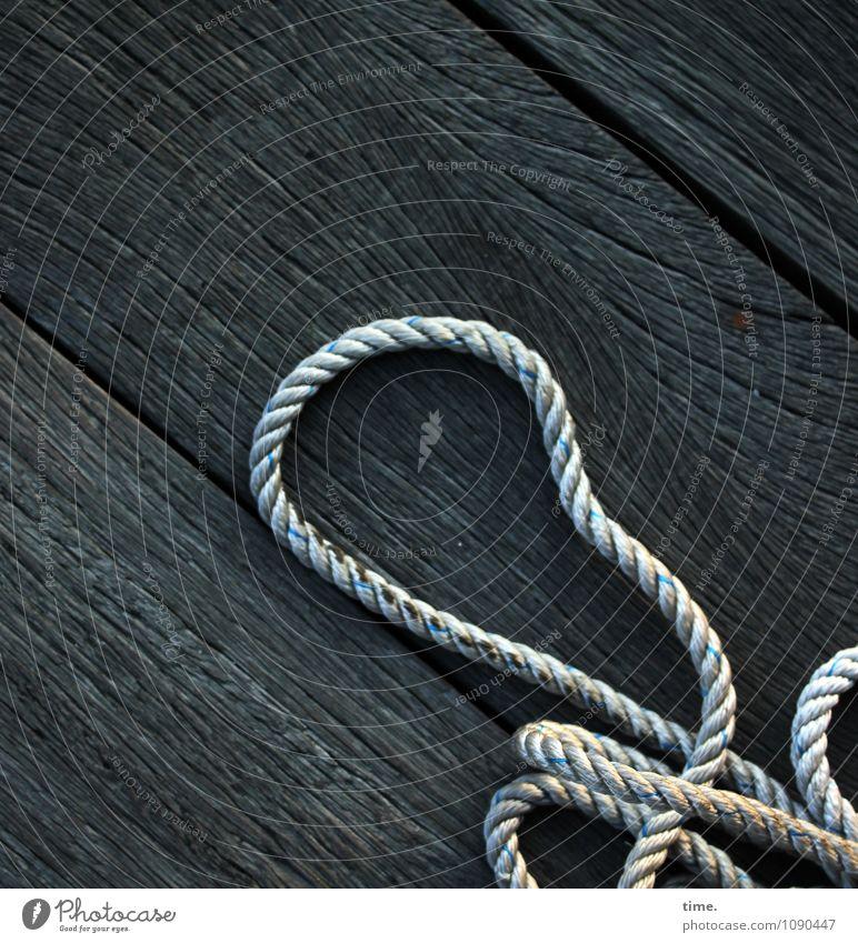 Risiko | Stolperfalle Einsamkeit dunkel kalt Holz Design Zusammensein Linie liegen bedrohlich Seil Schutz Sicherheit Güterverkehr & Logistik Gelassenheit