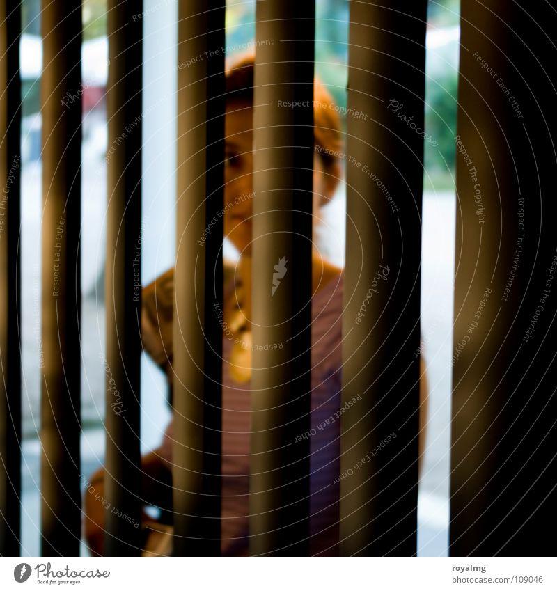 behind Vorhang Gitter Frau gefangen rückwärts Ferne schön Lamelle abgetrennt