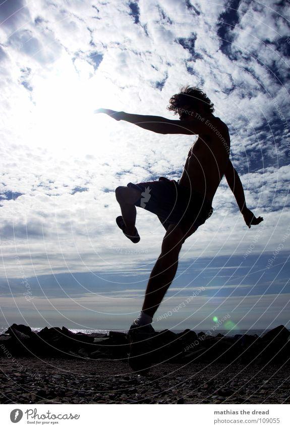 Inna Di Motion I Wolken weiß Licht Sonnenlicht grell Strand Ferien & Urlaub & Reisen Freizeit & Hobby Kick springen Mann Sport Freude Funsport Himmel blau