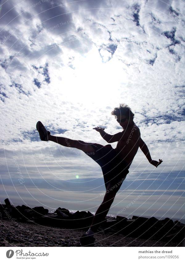 Inna Di Motion II Mann Wasser Himmel weiß blau Freude Strand Ferien & Urlaub & Reisen Wolken Sport springen Bewegung Sand Aktion Luftverkehr Freizeit & Hobby