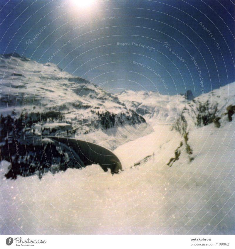 LochbildVals01 Schweiz Berge u. Gebirge Lochkamera Schnee Thermabad Alpen Sonne