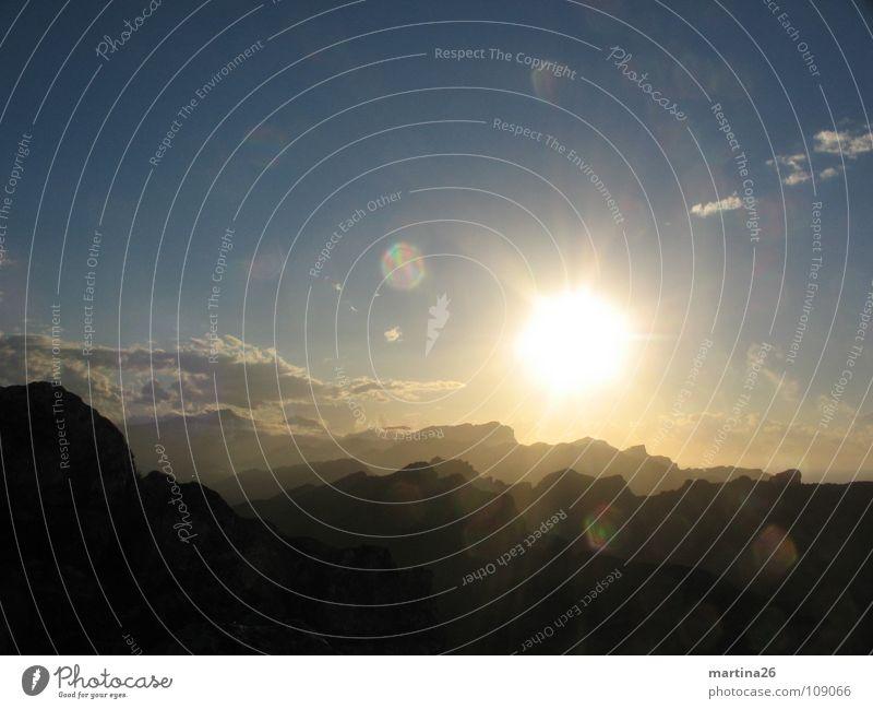 Abendstimmung 2 Sonnenuntergang Gegenlicht Romantik besinnlich Einsamkeit herzbewegend Abendsonne Himmel Mallorca Natur ruhig Abenddämmerung Berge u. Gebirge