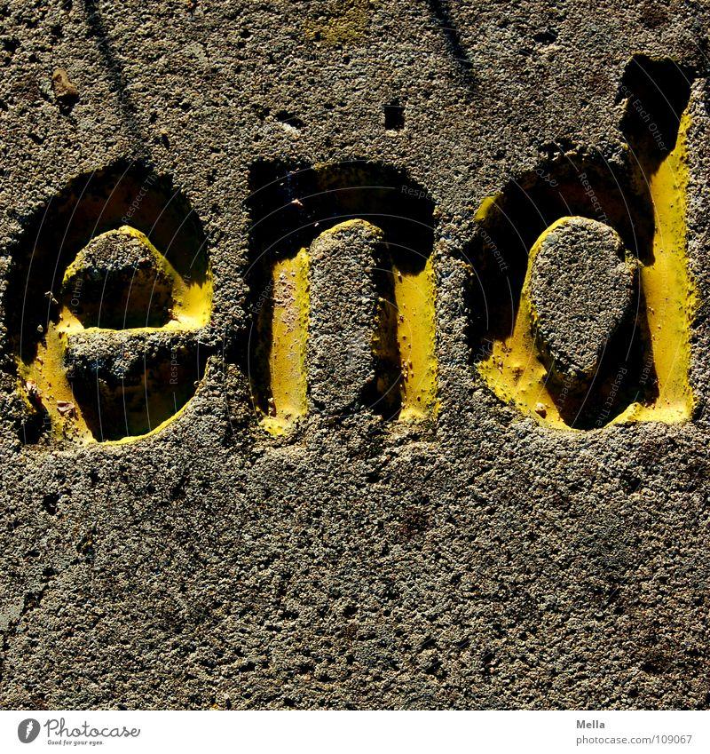 This is the end ... gelb grau Stein Feste & Feiern Trauer Schriftzeichen Ende Buchstaben obskur Verzweiflung Typographie vergangen fertig hart verdunkeln