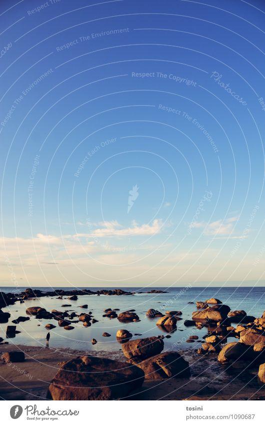 Big Nature [2/2] Mensch blau Landschaft Wasser Wolken himmelblau Himmel Schönes Wetter Bretagne Küste Meer Strand Bucht Stein Felsen Horizont Urlaubsfoto